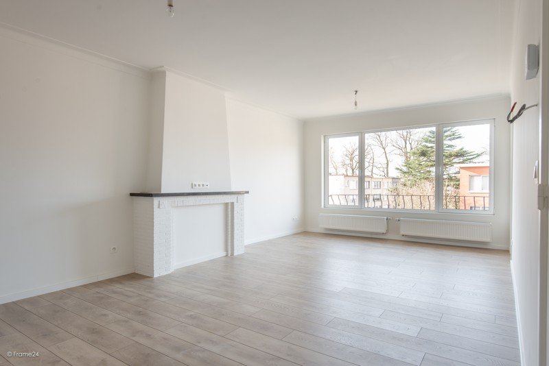 Volledig vernieuwd appartement met drie slaapkamers en terras te Deurne! afbeelding 1