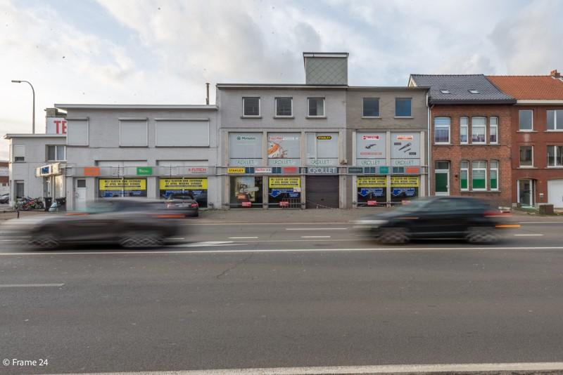 Commerciële gebouwen en appartementen op uiterst interessante locatie te Wommelgem afbeelding 1
