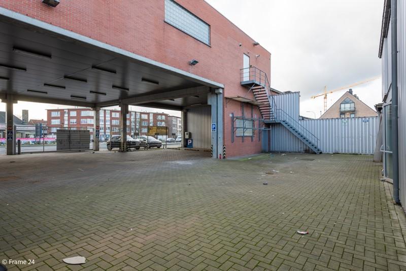 Commerciële gebouwen en appartementen op uiterst interessante locatie te Wommelgem afbeelding 2