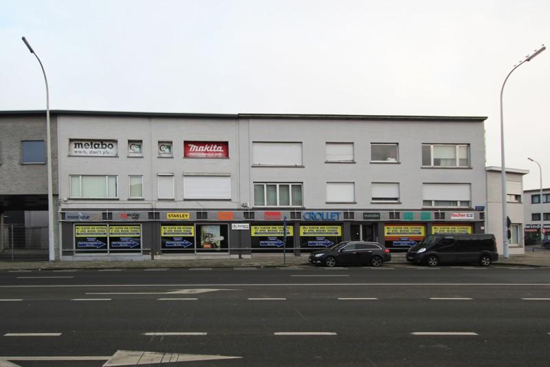 Commerciële gebouwen en appartementen op uiterst interessante locatie te Wommelgem afbeelding 3