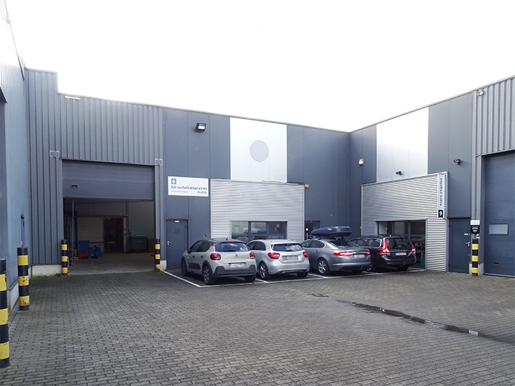 Modern magazijn + kantoor (360m²) nabij de A12 te Schelle afbeelding 1