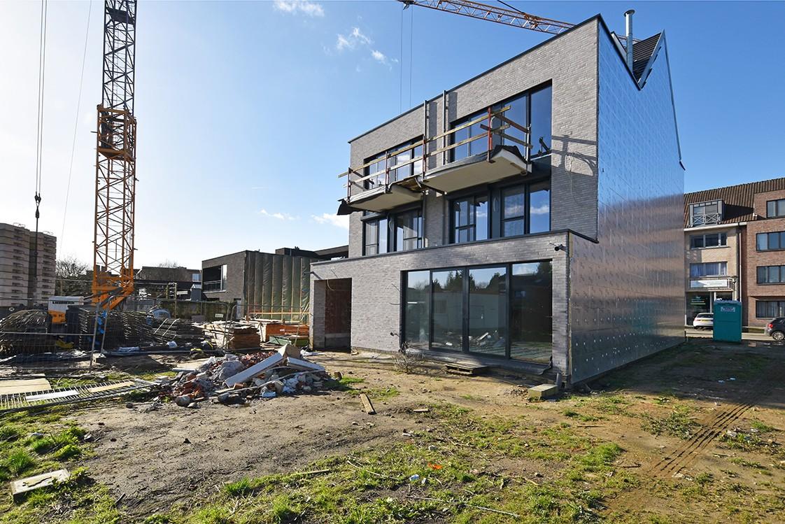 Lichtrijk appartement met 2 slaapkamers en 2 terrassen op toplocatie te Wommelgem! afbeelding 1