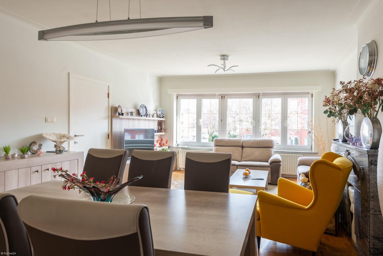 Koppelwoning bestaande uit twee appartementen met terras, inpandige garage en tuin te Deurne! afbeelding 4