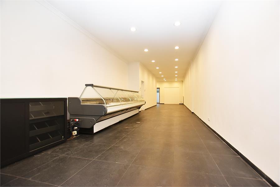 Gerenoveerde handelsruimte (90m²) op commerciële locatie te Berchem! afbeelding 3