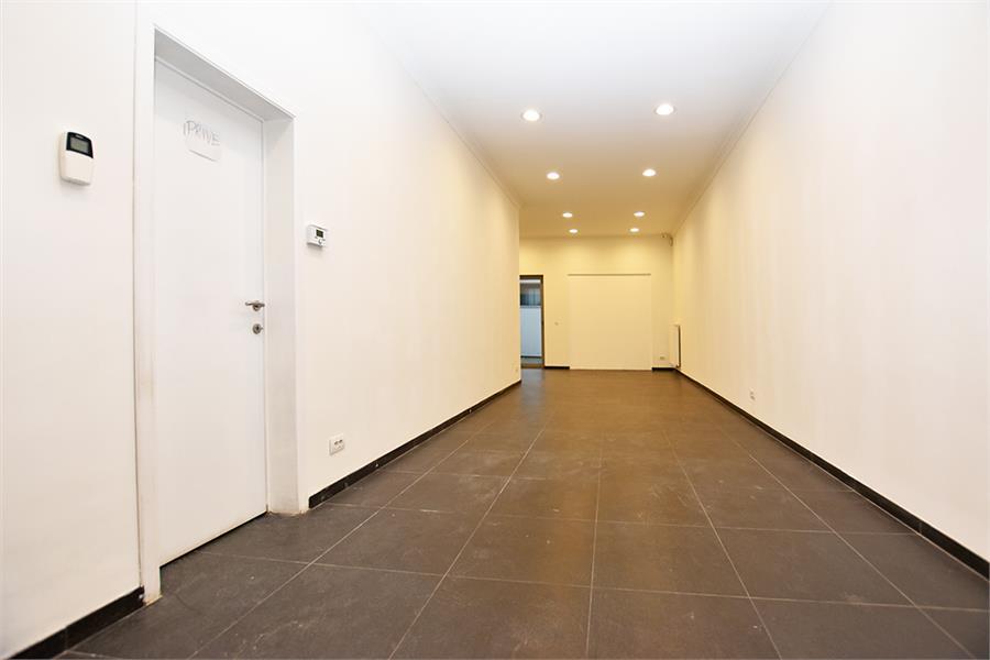 Gerenoveerde handelsruimte (90m²) op commerciële locatie te Berchem! afbeelding 4