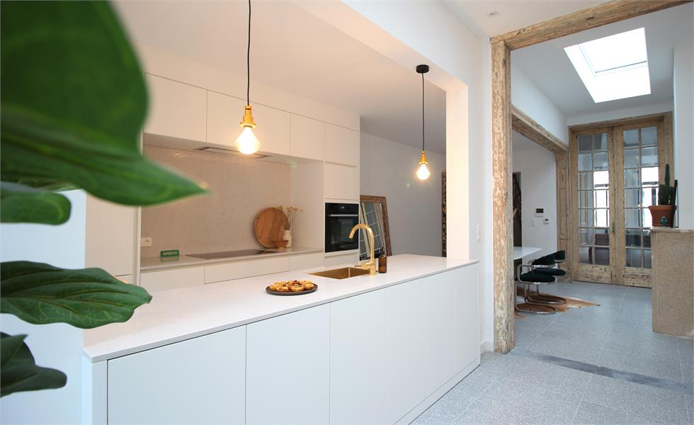 Prachtige volledig vernieuwde herenwoning met authentieke elementen te Antwerpen! afbeelding 1