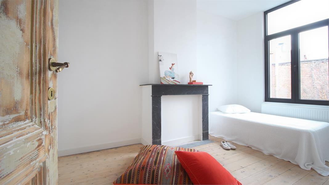 Prachtige volledig vernieuwde herenwoning met authentieke elementen te Antwerpen! afbeelding 31