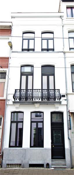 Prachtige volledig vernieuwde herenwoning met authentieke elementen te Antwerpen! afbeelding 39