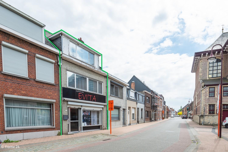 Handelsgelijkvloers + te renoveren appartement  met commercieel gunstige ligging afbeelding 1