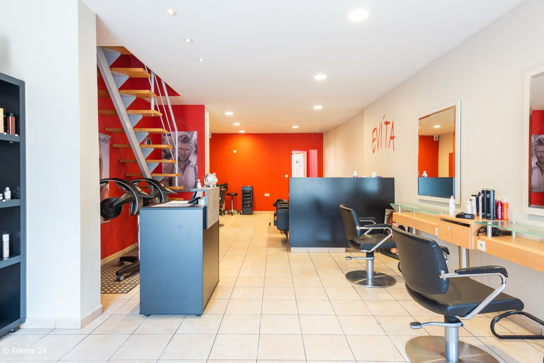 Handelsgelijkvloers + te renoveren appartement  met commercieel gunstige ligging afbeelding 3