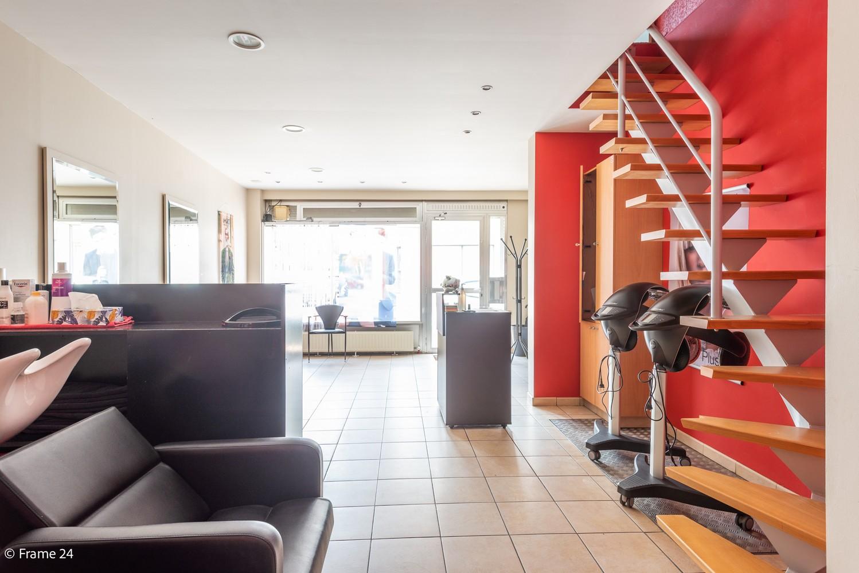 Handelsgelijkvloers + te renoveren appartement  met commercieel gunstige ligging afbeelding 4