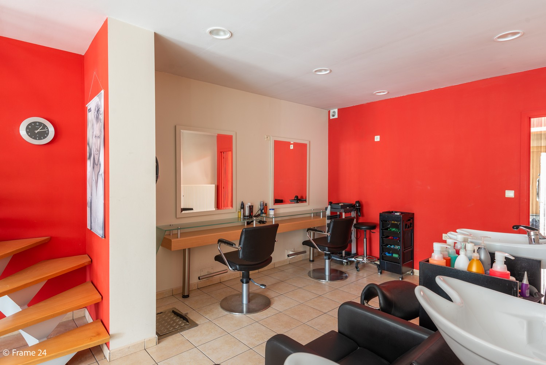 Handelsgelijkvloers + te renoveren appartement  met commercieel gunstige ligging afbeelding 5
