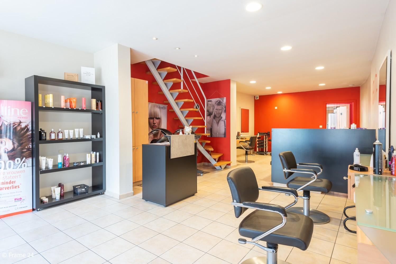 Handelsgelijkvloers + te renoveren appartement  met commercieel gunstige ligging afbeelding 6