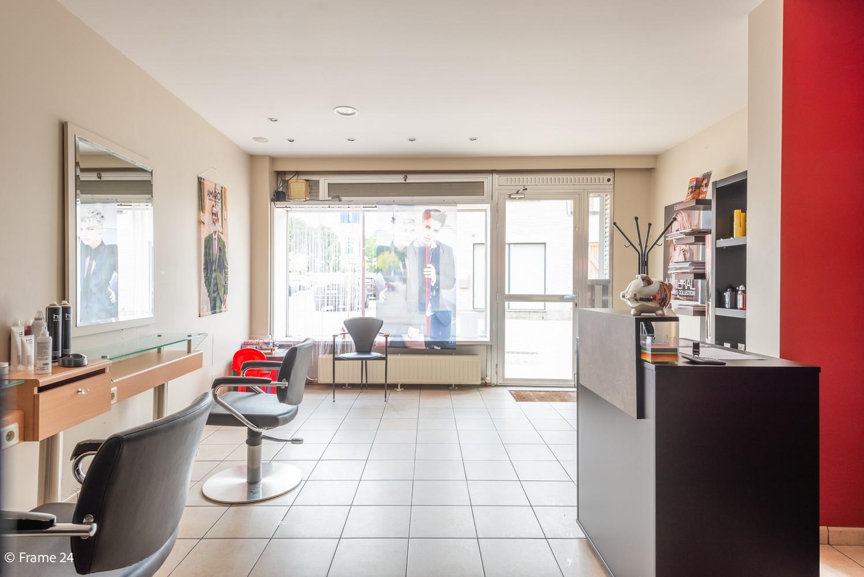 Handelsgelijkvloers + te renoveren appartement  met commercieel gunstige ligging afbeelding 7