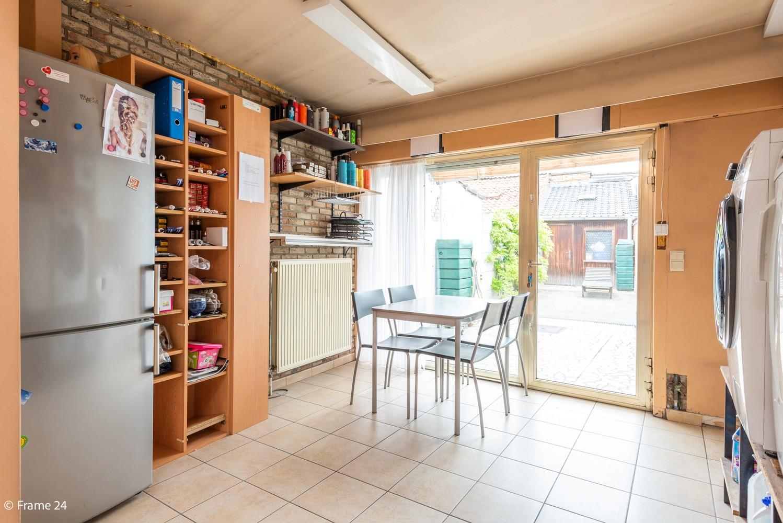 Handelsgelijkvloers + te renoveren appartement  met commercieel gunstige ligging afbeelding 8