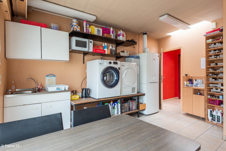 Handelsgelijkvloers + te renoveren appartement  met commercieel gunstige ligging afbeelding 9