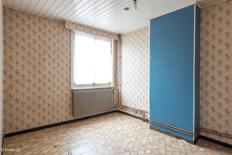 Handelsgelijkvloers + te renoveren appartement  met commercieel gunstige ligging afbeelding 11