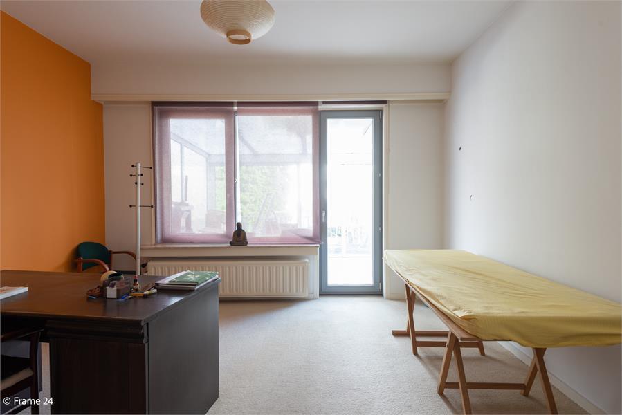 Opbrengstgebouw bestaande uit een handelsgelijkvloers en twee ruime appartementen te Berchem! afbeelding 21
