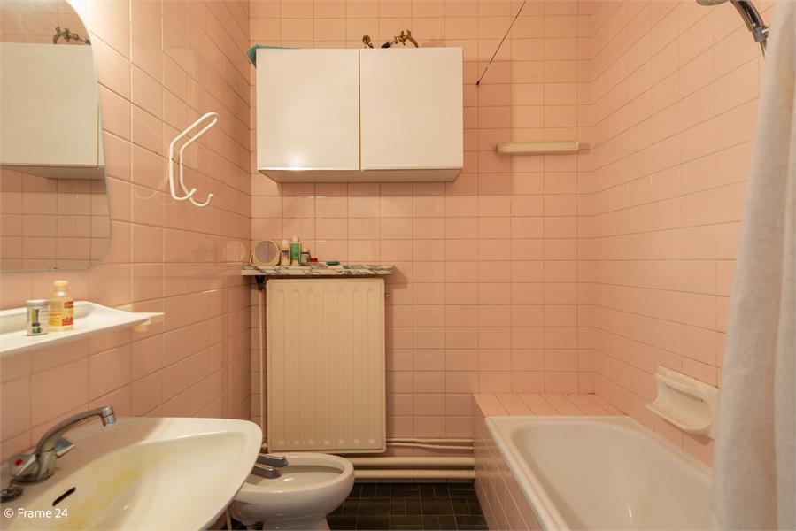 Opbrengstgebouw bestaande uit een handelsgelijkvloers en twee ruime appartementen te Berchem! afbeelding 23