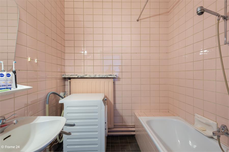 Opbrengstgebouw bestaande uit een handelsgelijkvloers en twee ruime appartementen te Berchem! afbeelding 35