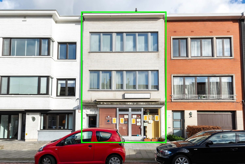 Opbrengstgebouw bestaande uit een handelsgelijkvloers en twee ruime appartementen te Berchem! afbeelding 1