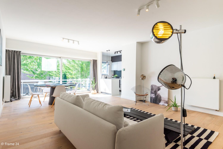 Lichtrijk totaal vernieuwd appartement op rustige locatie te Brasschaat! afbeelding 1
