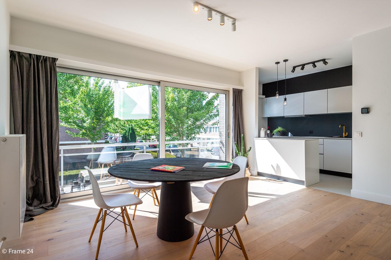 Lichtrijk totaal vernieuwd appartement op rustige locatie te Brasschaat! afbeelding 2