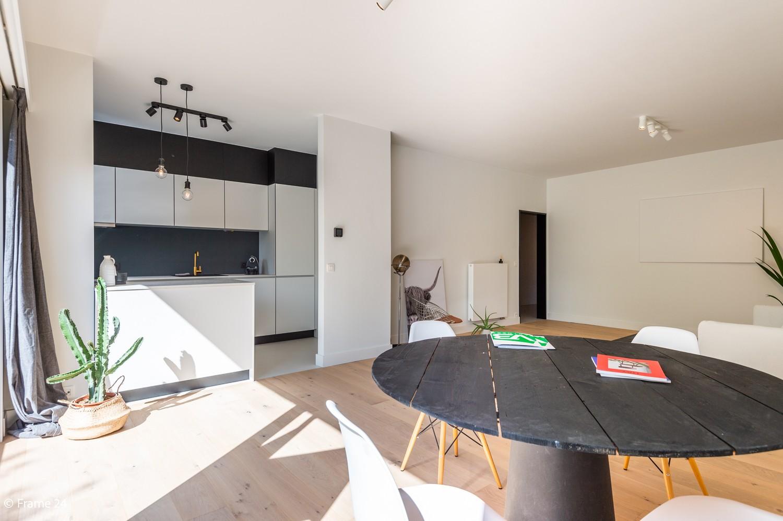 Lichtrijk totaal vernieuwd appartement op rustige locatie te Brasschaat! afbeelding 3