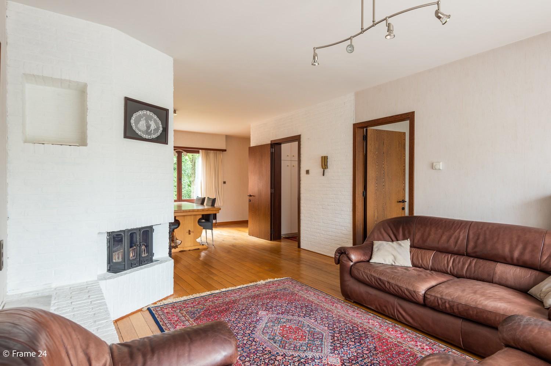 Verzorgde bel-étage met 3 slaapkamers en grote inpandige garage te Deurne afbeelding 1