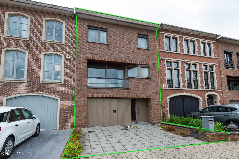Verzorgde bel-étage met 3 slaapkamers en grote inpandige garage te Deurne afbeelding 2