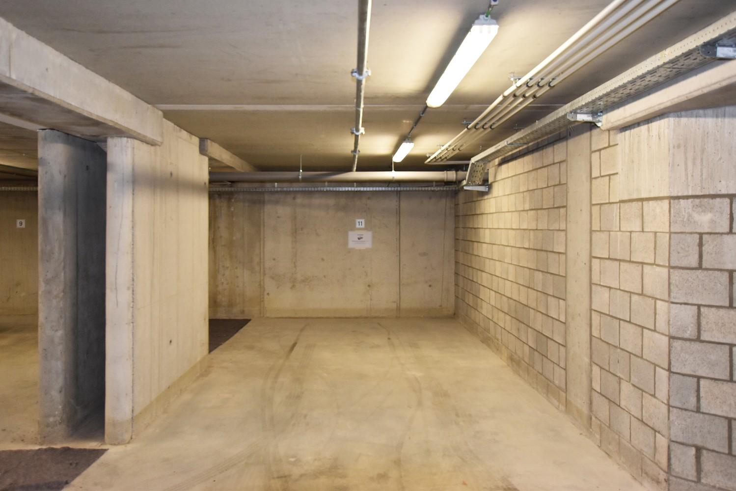 Twee ondergrondse autostaanplaatsen te koop in het centrum van Wijnegem! afbeelding 3