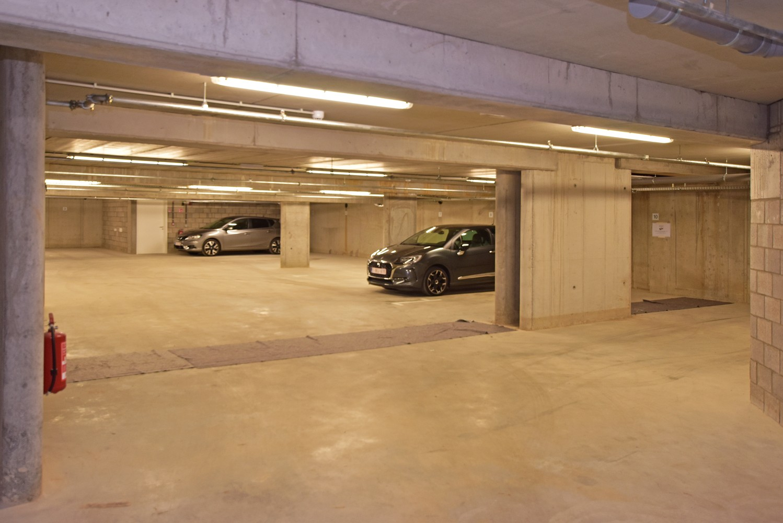 Twee ondergrondse autostaanplaatsen te koop in het centrum van Wijnegem! afbeelding 4
