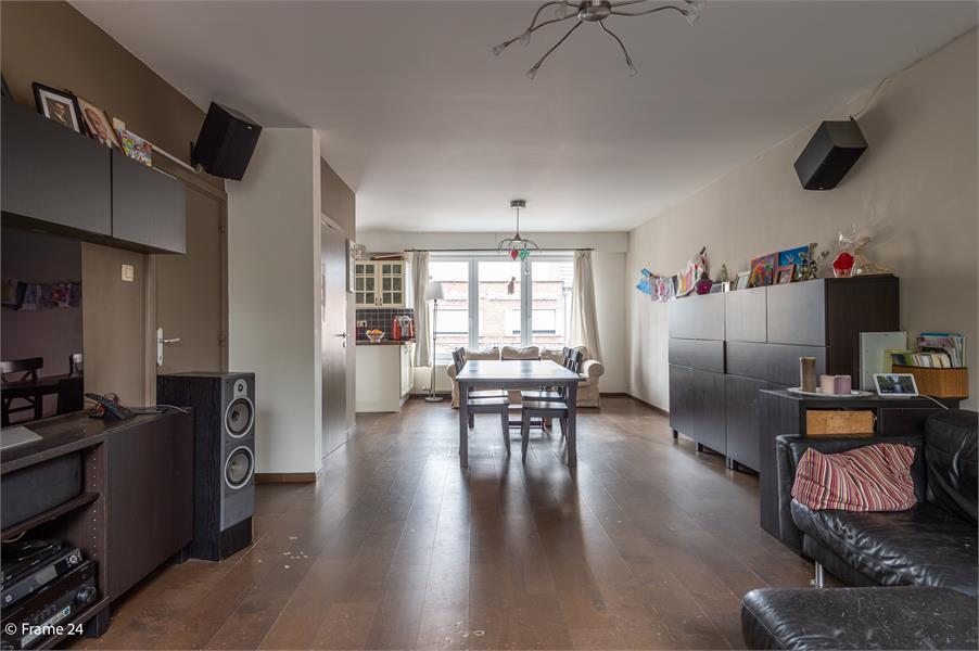 Halfopen woning met praktijkruimte/kantoor op een zeer centrale locatie te Wijnegem! afbeelding 4