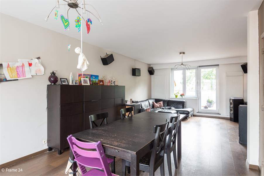 Halfopen woning met praktijkruimte/kantoor op een zeer centrale locatie te Wijnegem! afbeelding 9