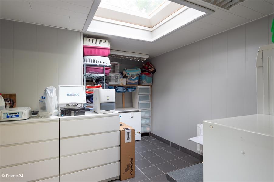 Halfopen woning met praktijkruimte/kantoor op een zeer centrale locatie te Wijnegem! afbeelding 19