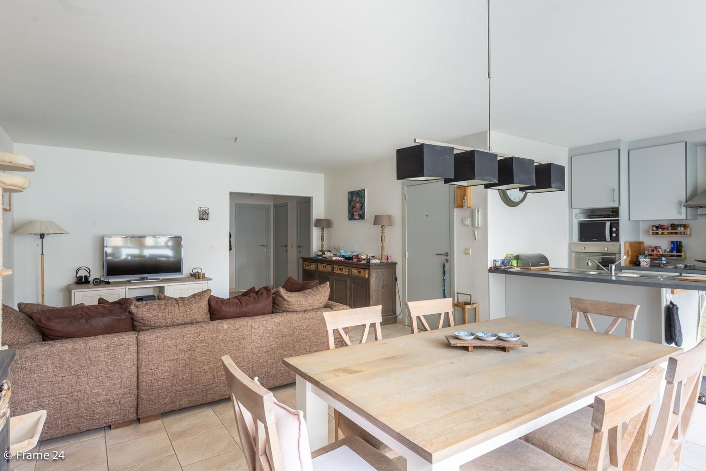 Ruim gelijkvloers appartement met 2 slks én tuin op zeer gegeerde locatie te Berchem! afbeelding 1