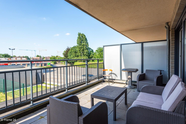 Instapklaar appartement op de eerste verdieping met twee slaapkamers en ruim terras (18m²) te Wommelgem! afbeelding 3