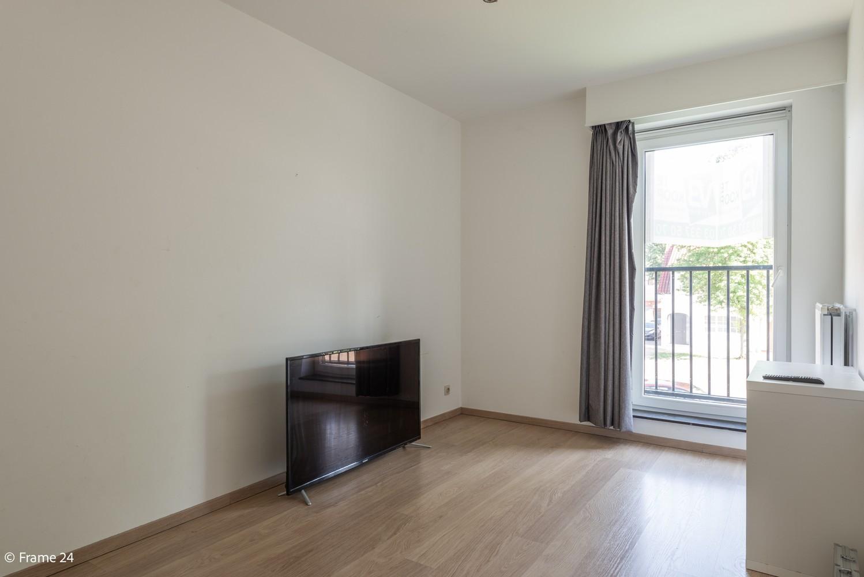 Instapklaar appartement op de eerste verdieping met twee slaapkamers en ruim terras (18m²) te Wommelgem! afbeelding 11