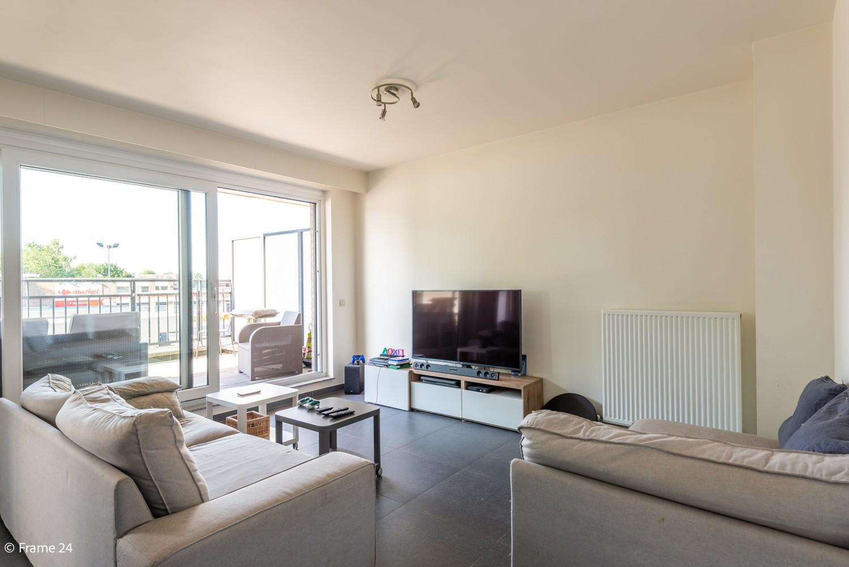 Instapklaar appartement op de eerste verdieping met twee slaapkamers en ruim terras (18m²) te Wommelgem! afbeelding 2