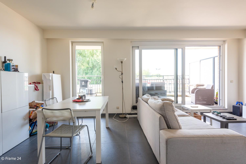 Instapklaar appartement op de eerste verdieping met twee slaapkamers en ruim terras (18m²) te Wommelgem! afbeelding 4