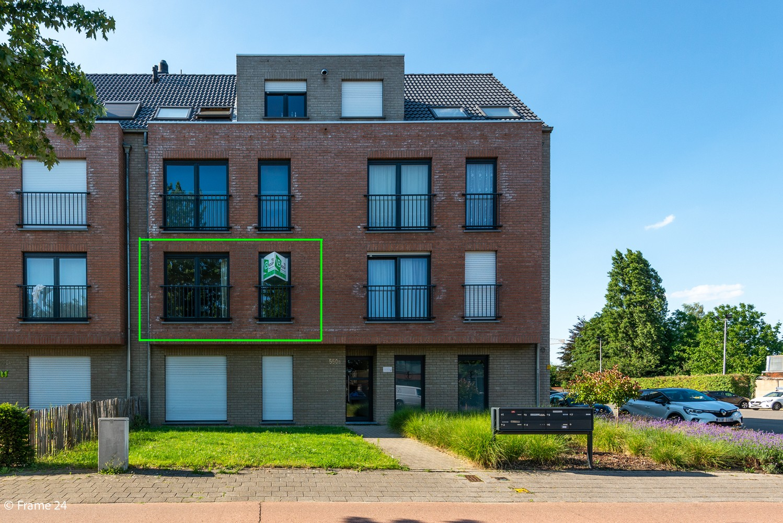 Instapklaar appartement op de eerste verdieping met twee slaapkamers en ruim terras (18m²) te Wommelgem! afbeelding 1