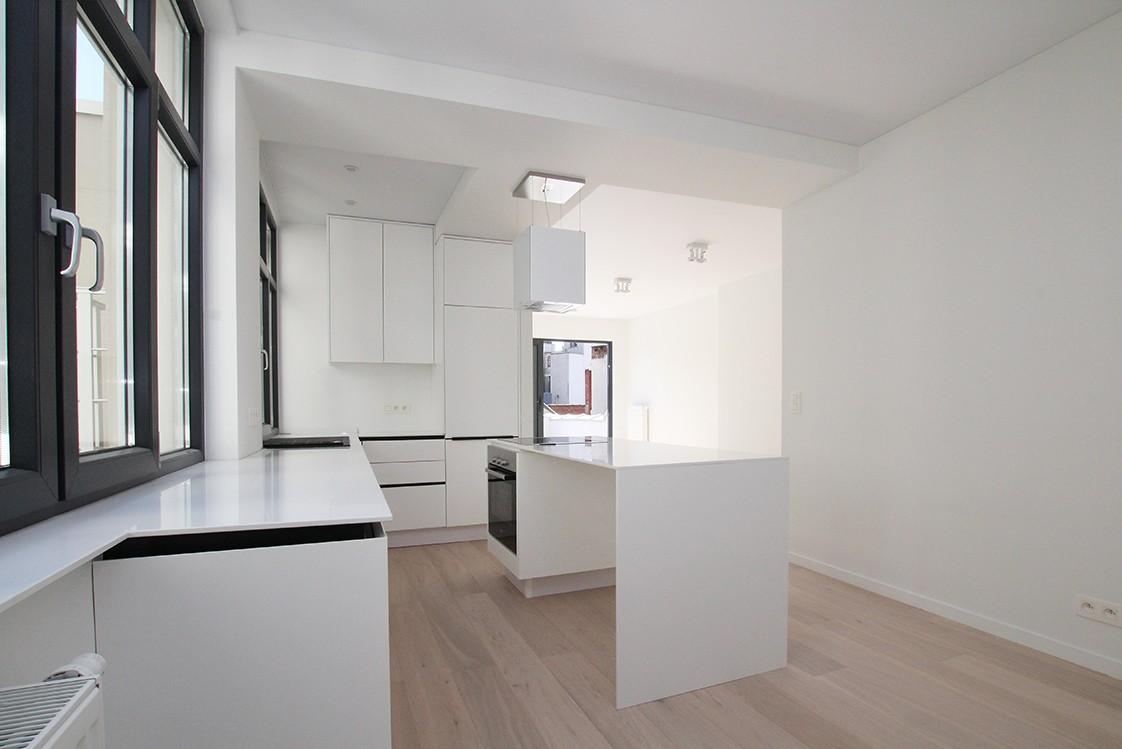 Stijlvol gerenoveerd appartement met twee slaapkamers en prachtig terras (28 m²) in het hartje van Antwerpen! afbeelding 2