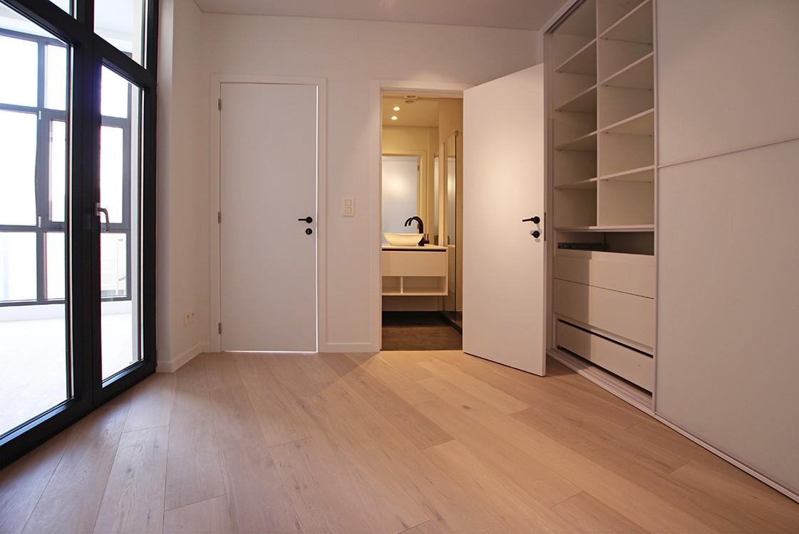Stijlvol gerenoveerd appartement met twee slaapkamers en prachtig terras (28 m²) in het hartje van Antwerpen! afbeelding 5