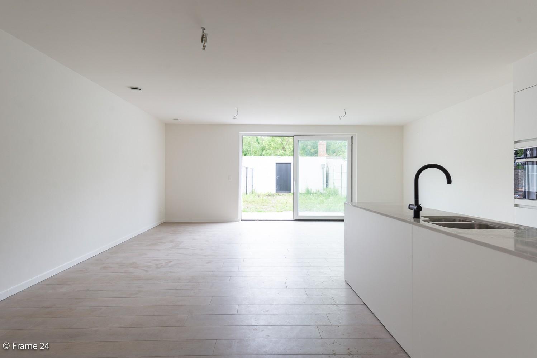 Prachtig nieuwbouwappartement op de gelijkvloerse verdieping met tuin en garagebox te Klein Willebroek! afbeelding 2