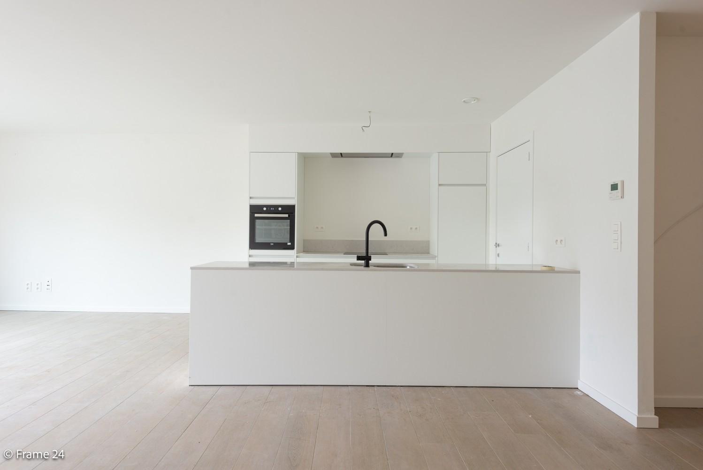 Prachtig nieuwbouwappartement op de gelijkvloerse verdieping met tuin en garagebox te Klein Willebroek! afbeelding 3