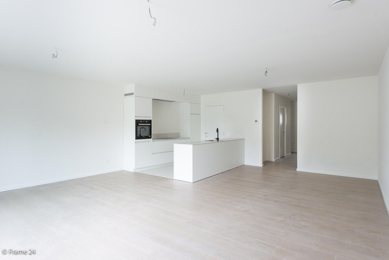 Prachtig nieuwbouwappartement op de gelijkvloerse verdieping met tuin en garagebox te Klein Willebroek! afbeelding 4