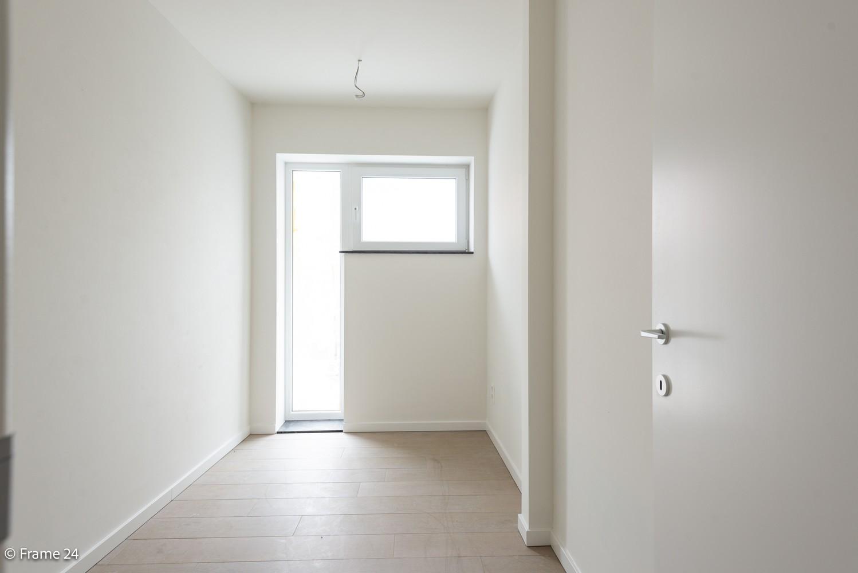 Prachtig nieuwbouwappartement op de gelijkvloerse verdieping met tuin en garagebox te Klein Willebroek! afbeelding 8