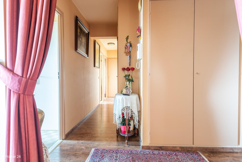 Verzorgd appartement met twee slaapkamers en ruim terras op de grens Deurne-Borgerhout. afbeelding 8