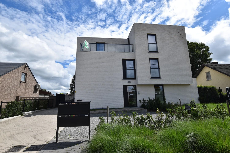 Prachtig, hedendaags penthouse met 2 ruime terrassen gelegen in Zandhoven! afbeelding 1