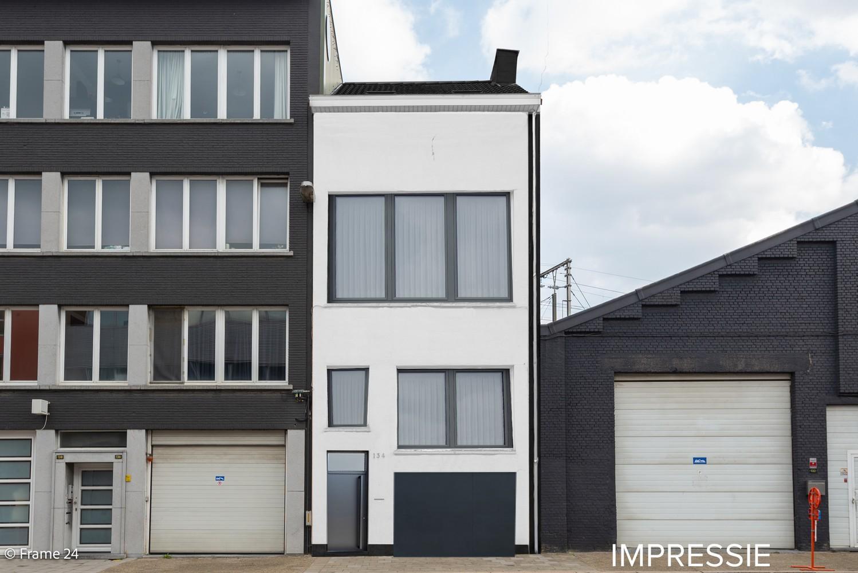 Deels te renoveren woning (150 m²) met 4 slks te Antwerpen! afbeelding 2